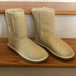 Brand New, Never Worn UGG Boots. Cream, Size 6